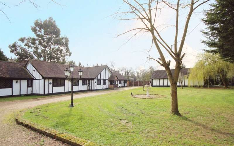 5 Bedrooms Detached Bungalow for sale in Black Lake Close, Egham, TW20