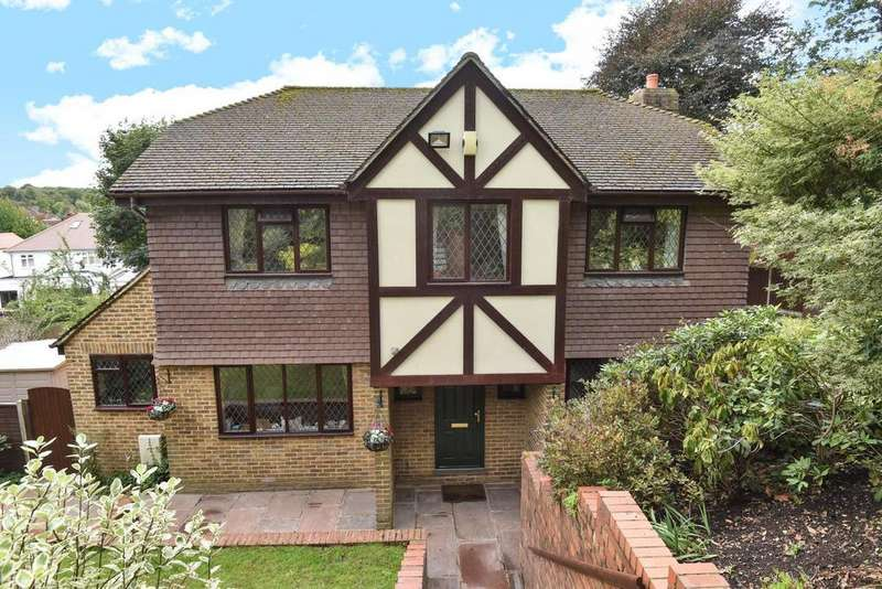 4 Bedrooms Detached House for sale in Harvest Bank Road, West Wickham
