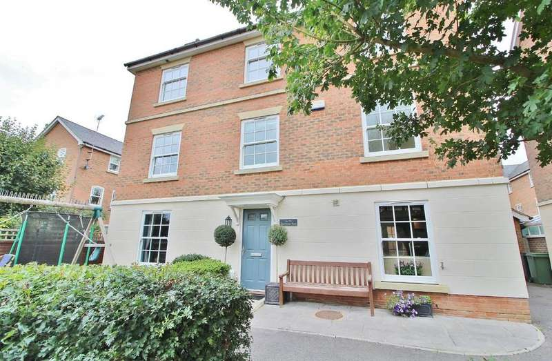 5 Bedrooms Detached House for sale in Hatchmore Road, Denmead