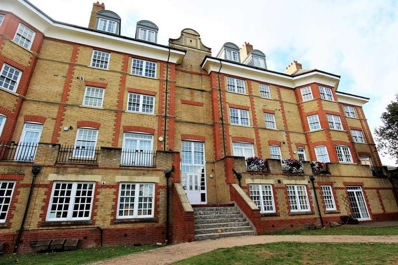 2 Bedrooms Flat for sale in Donovan Place, Winchmore Hill, London, N21