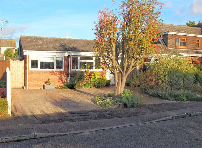 5 Bedrooms Bungalow for sale in Delamere Road, St. Johns, Colchester