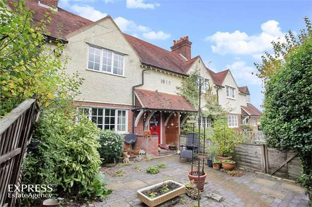2 Bedrooms Terraced House for sale in Parrotts Lane, Buckland Common, Tring, Buckinghamshire