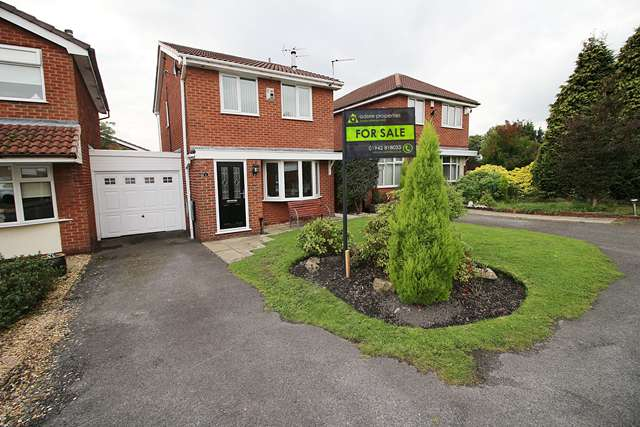 3 Bedrooms Link Detached House for sale in Batheaston Grove, Leigh, WN7