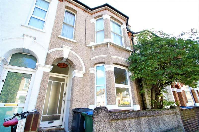 2 Bedrooms Flat for sale in Montague Road, E11