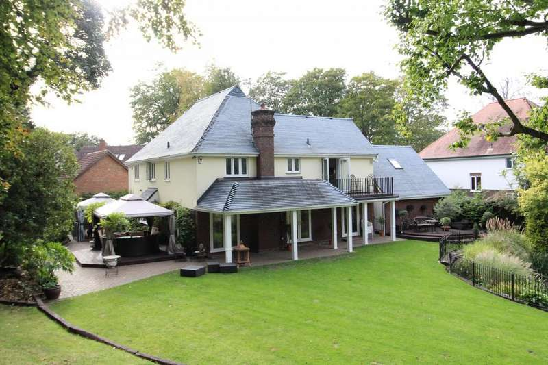 4 Bedrooms Detached House for sale in Lakeside Crescent, Brentwood, Essex, CM14