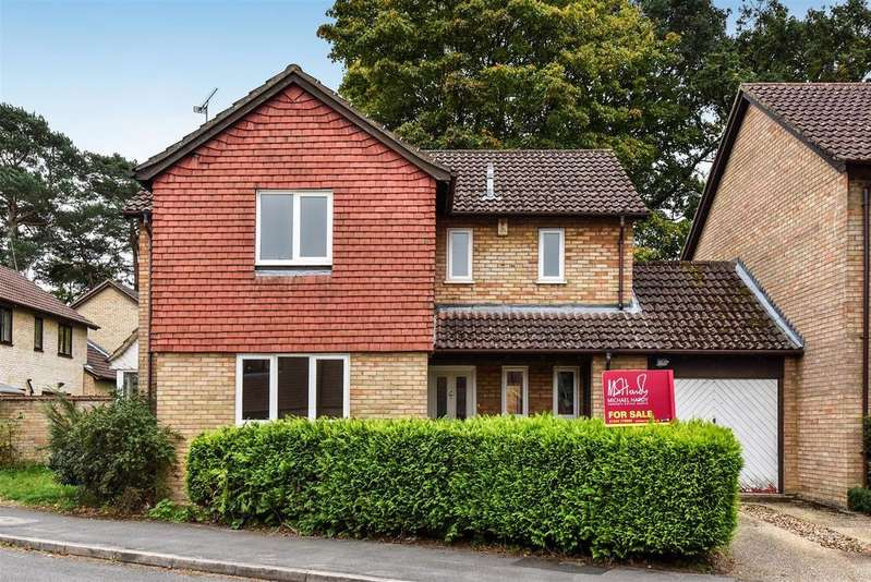 4 Bedrooms Link Detached House for sale in Goldsmith Way, Crowthorne, Berkshire RG45 7QP