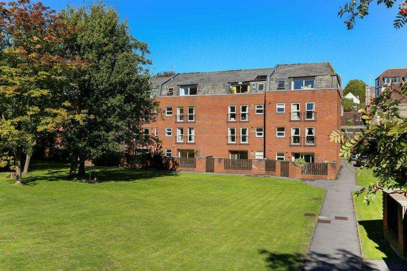 2 Bedrooms Flat for sale in Alma Vale Road , Clifton