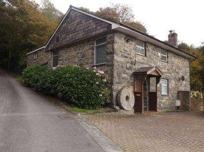 4 Bedrooms Detached House for sale in Tremadog, Porthmadog, Gwynedd, LL49