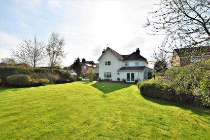 4 Bedrooms Detached House for sale in Green Street, Holt, Wrexham, LL13