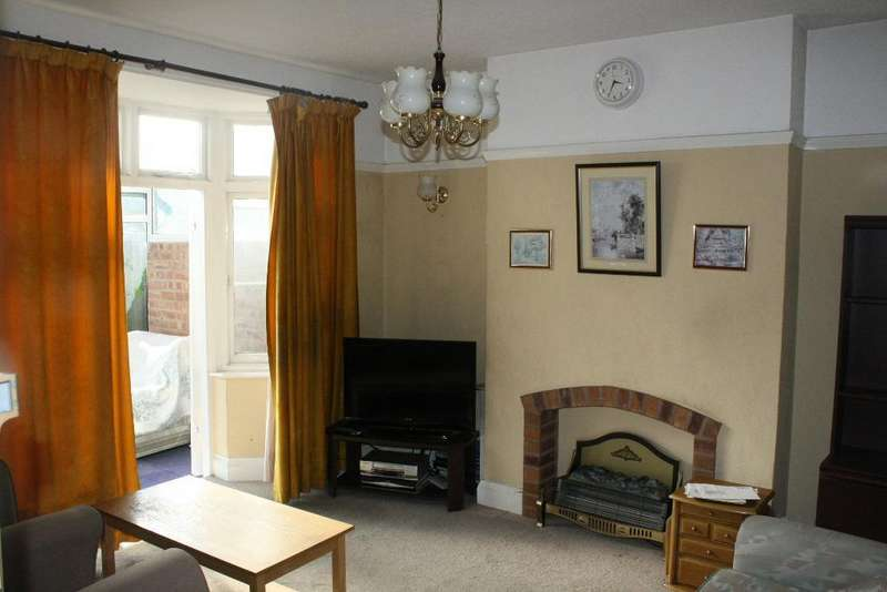 3 Bedrooms Semi Detached House for sale in GROBY ROAD, LEICESTER, LE3 8GL