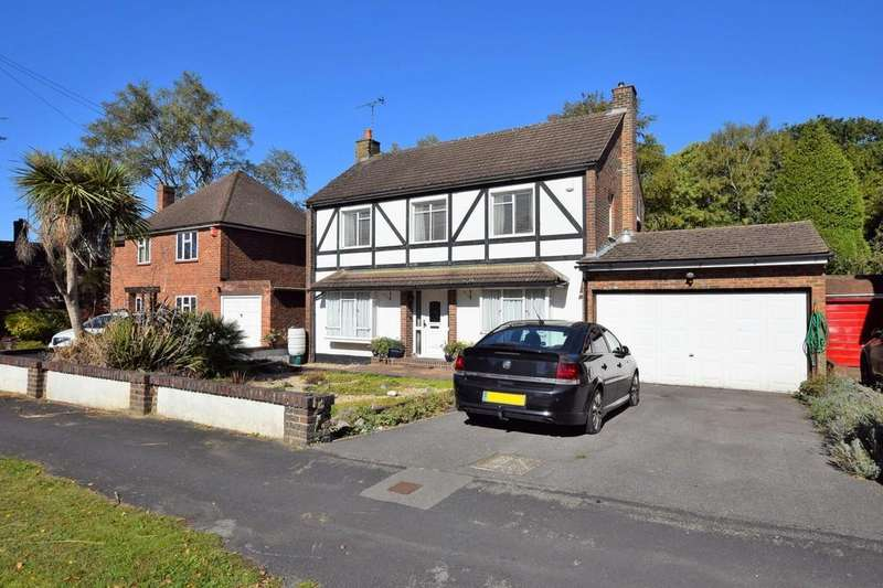 4 Bedrooms Detached House for sale in Revelstoke Avenue, Farnborough