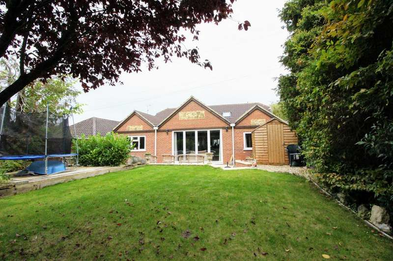 5 Bedrooms Detached House for sale in Old Shaw Lane, Swindon