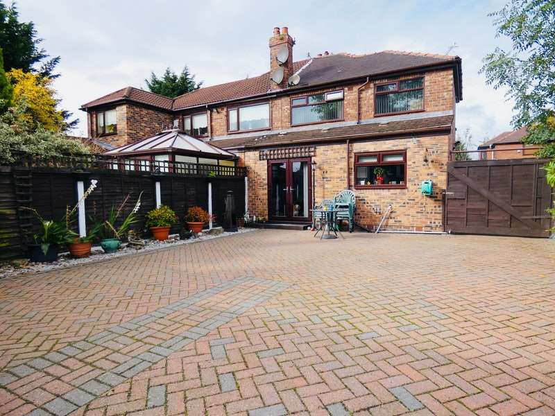 3 Bedrooms Semi Detached House for sale in Scholes Drive, Manchester, Greater Manchester, M40