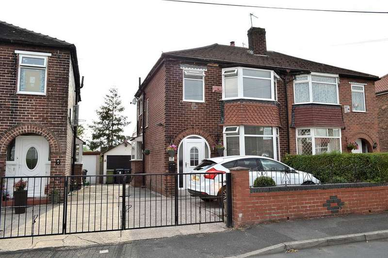 3 Bedrooms Semi Detached House for sale in Links Avenue, Failsworth, Manchester, M35 0PE