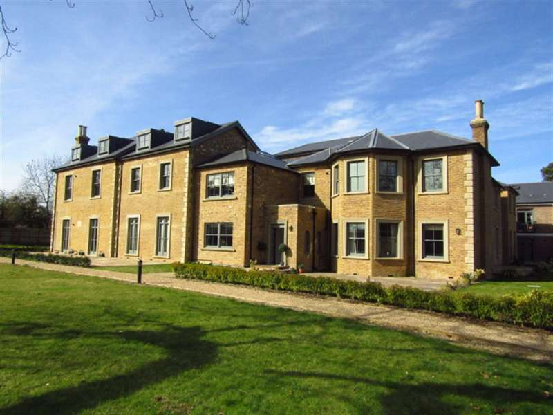 2 Bedrooms Apartment Flat for sale in Crown House, Crown Drive, Farnham Royal, Berkshire, SL2 3EE