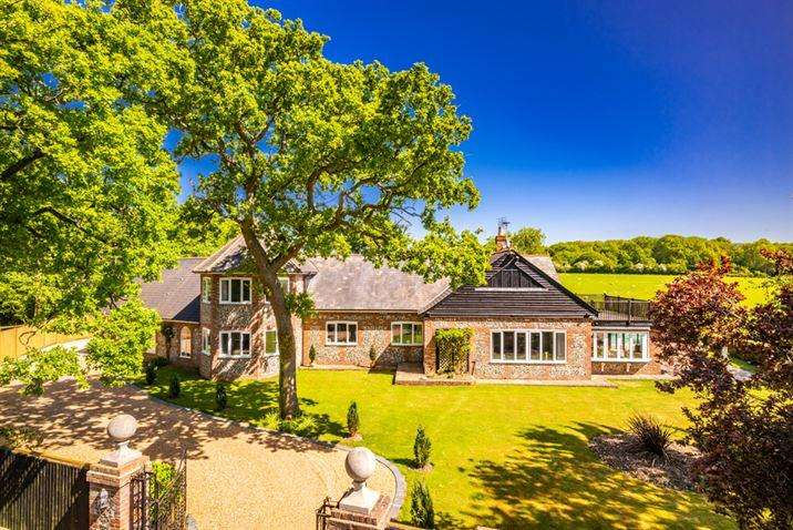 8 Bedrooms Detached House for sale in Hillview Hillview Cottage, Oakley Wood, OX10