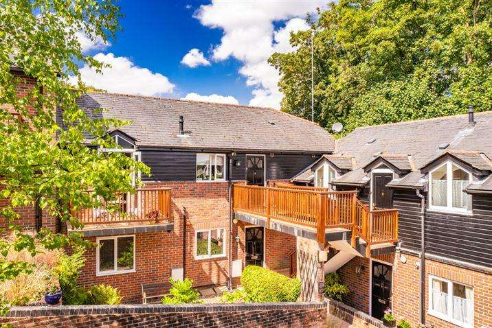 2 Bedrooms Apartment Flat for sale in 5 The Old Forge, Streatley on Thames, RG8