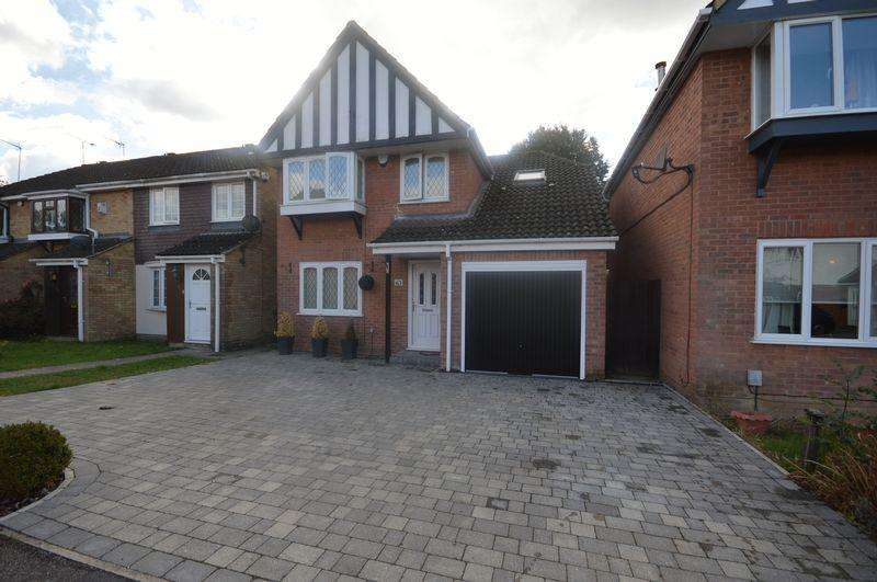 3 Bedrooms Detached House for sale in Halleys Way.