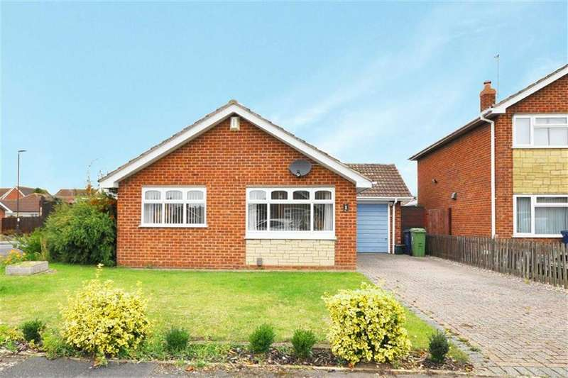 3 Bedrooms Bungalow for sale in Warren Close, Churchdown