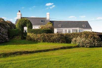 3 Bedrooms Detached House for sale in Uwch Mynydd, Nr. Aberdaron, Gwynedd, LL53