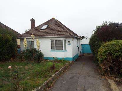 2 Bedrooms Bungalow for sale in Poole, Dorset, England