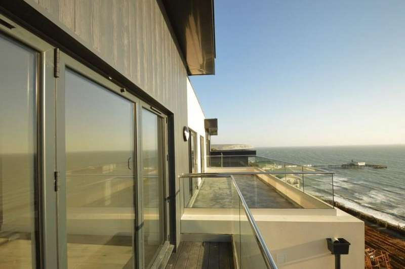 3 Bedrooms Penthouse Flat for sale in Grange Road, Sandown
