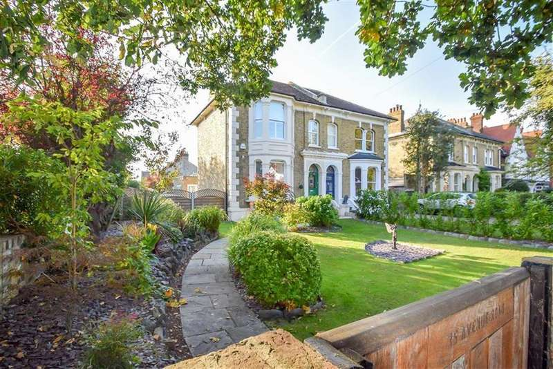 4 Bedrooms Semi Detached House for sale in Avenue Road, Westcliff-on-sea, Essex