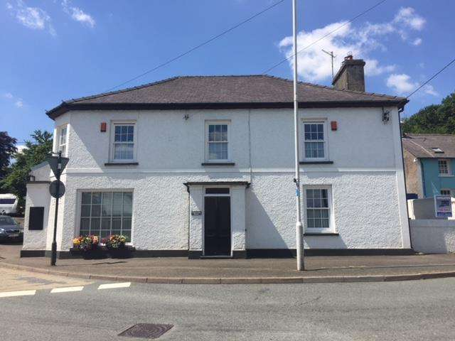 4 Bedrooms Detached House for sale in Llanwnnen House, Llanwnnen, Nr Lampeter