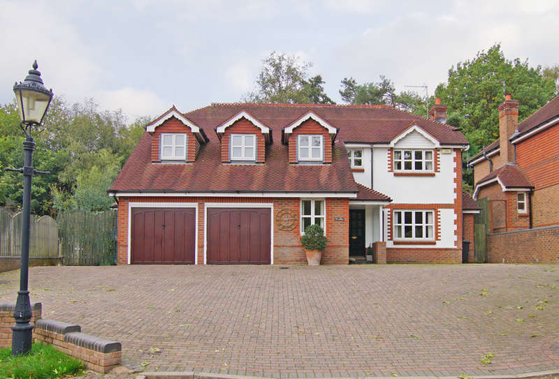5 Bedrooms Detached House for sale in The Badgers, Barnt Green, B45 8QR