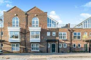 4 Bedrooms Terraced House for sale in Ingress Park Avenue, Ingress Park, Greenhithe, Kent