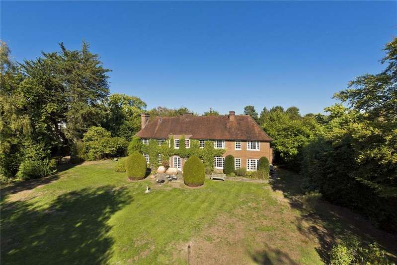 4 Bedrooms Detached House for sale in Broadwater Road South, Burwood Park, KT12