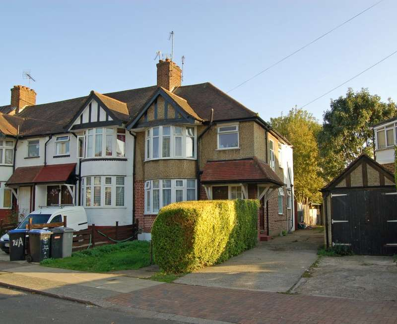 3 Bedrooms Semi Detached House for sale in Braemar Avenue, Neasden, London, NW10 0DR