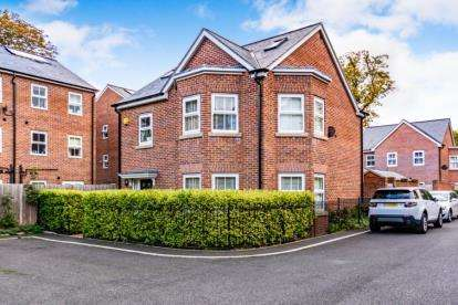 5 Bedrooms Detached House for sale in Besford Close, Manchester, Greater Manchester