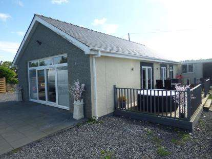 2 Bedrooms Bungalow for sale in Capel Mawr, Bodorgan, Capel Mawr, Anglesey, LL62