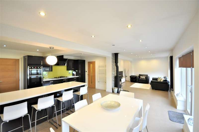 4 Bedrooms Detached House for sale in Roundway, Fleetwood, Lancashire, FY7 8JD