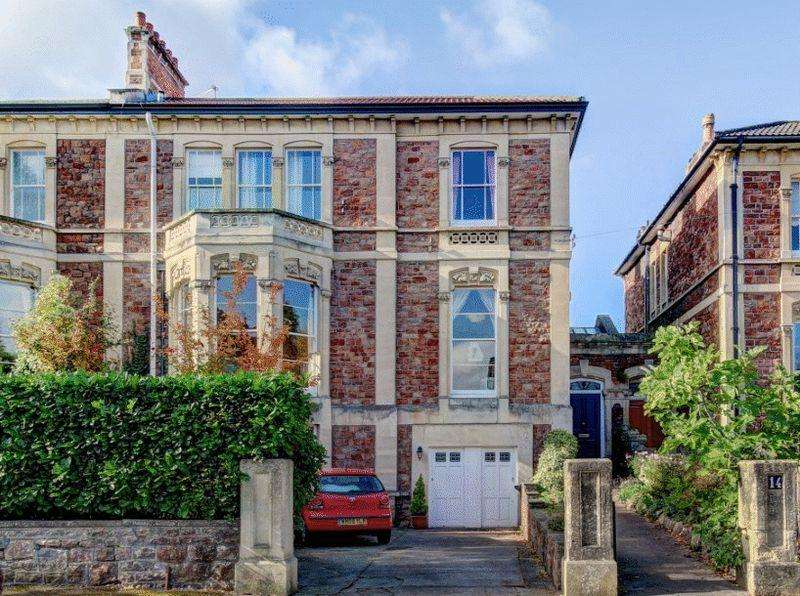 7 Bedrooms Semi Detached House for sale in Alexandra Road, Clifton