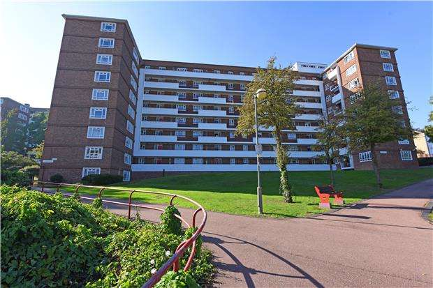 2 Bedrooms Flat for sale in Fernwood, Albert Drive, LONDON, SW19 6LR