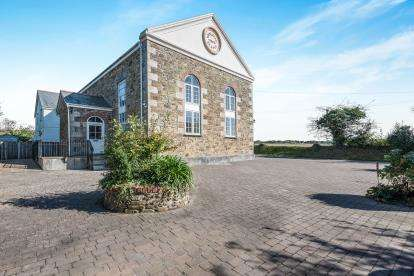 3 Bedrooms Flat for sale in Illogan Downs, Redruth, Cornwall