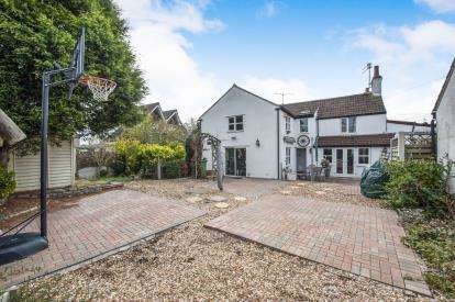6 Bedrooms Semi Detached House for sale in The Common, Patchway, Bristol, South Gloucestershire