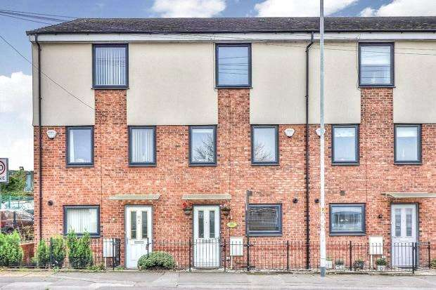 4 Bedrooms Terraced House for sale in Manchester Street, Heywood, Lancashire, OL10