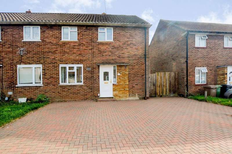 3 Bedrooms Semi Detached House for sale in Wodecroft, Luton, Bedfordshire, LU3 2EY
