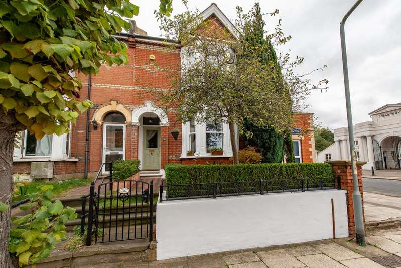 5 Bedrooms End Of Terrace House for sale in The Avenue, Gravesend
