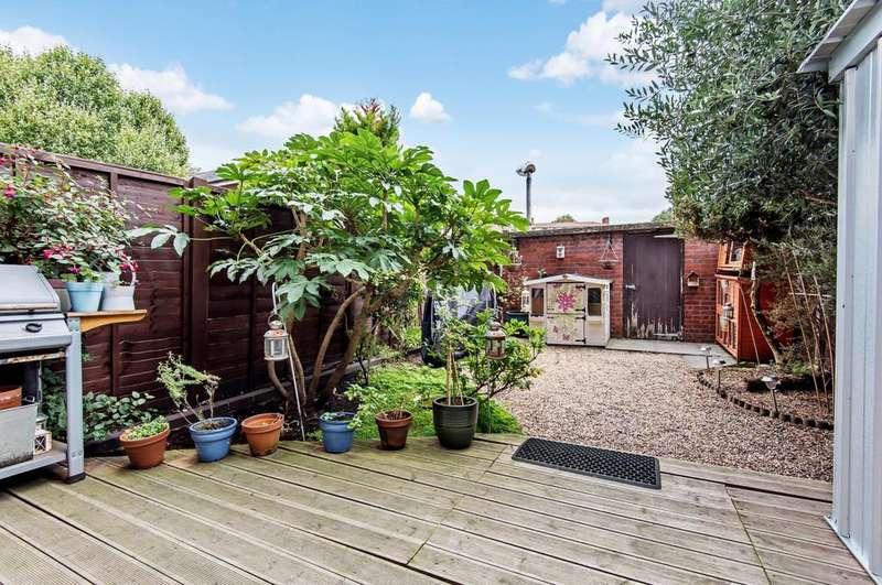 3 Bedrooms Maisonette Flat for sale in Forsyth Gardens, SE17