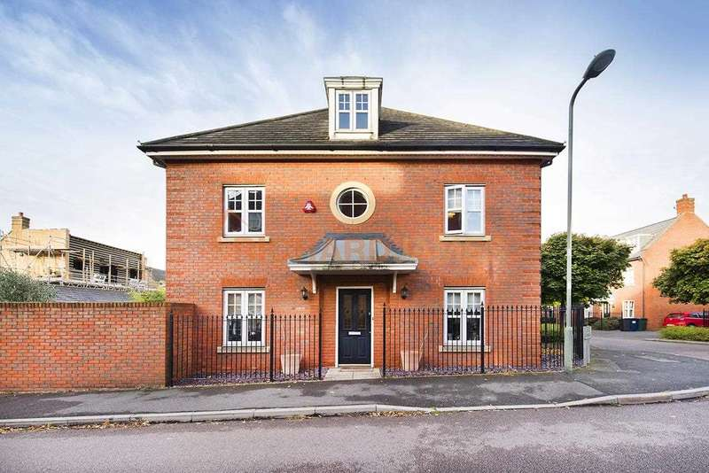 5 Bedrooms Detached House for sale in Kingsbridge Drive, Mill Hill