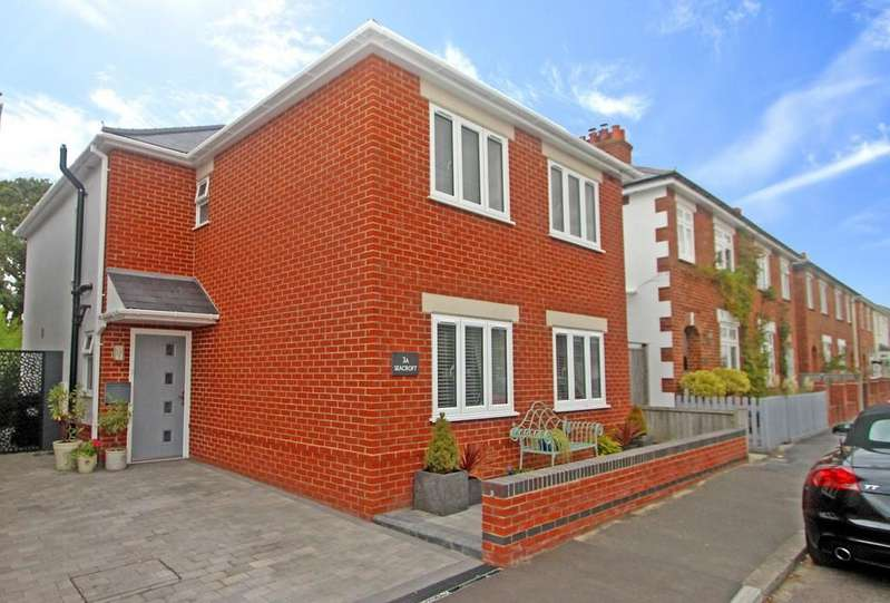 4 Bedrooms Detached House for sale in WICK VILLAGE