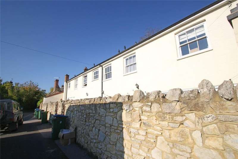 2 Bedrooms Terraced House for sale in Bicester Road, Long Crendon, Aylesbury, HP18