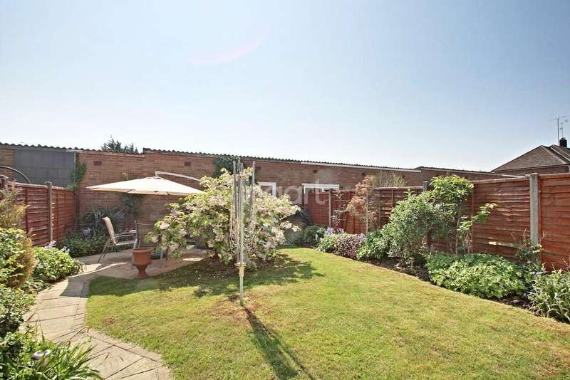 3 Bedrooms Semi Detached House for sale in Stunning In Pegsdon Close