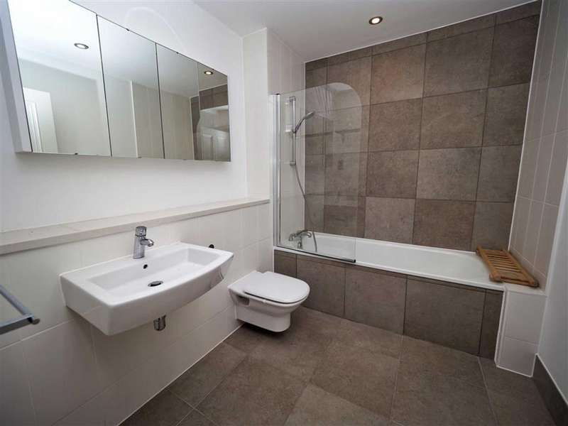 5 Bedrooms Town House for sale in Langhorne Street, The Acadamy, Woolwich, SE18