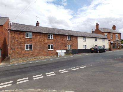 2 Bedrooms Terraced House for sale in The Row, High Road, Felmersham, Bedford