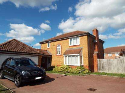 4 Bedrooms Detached House for sale in Flandrian Close, Enfield